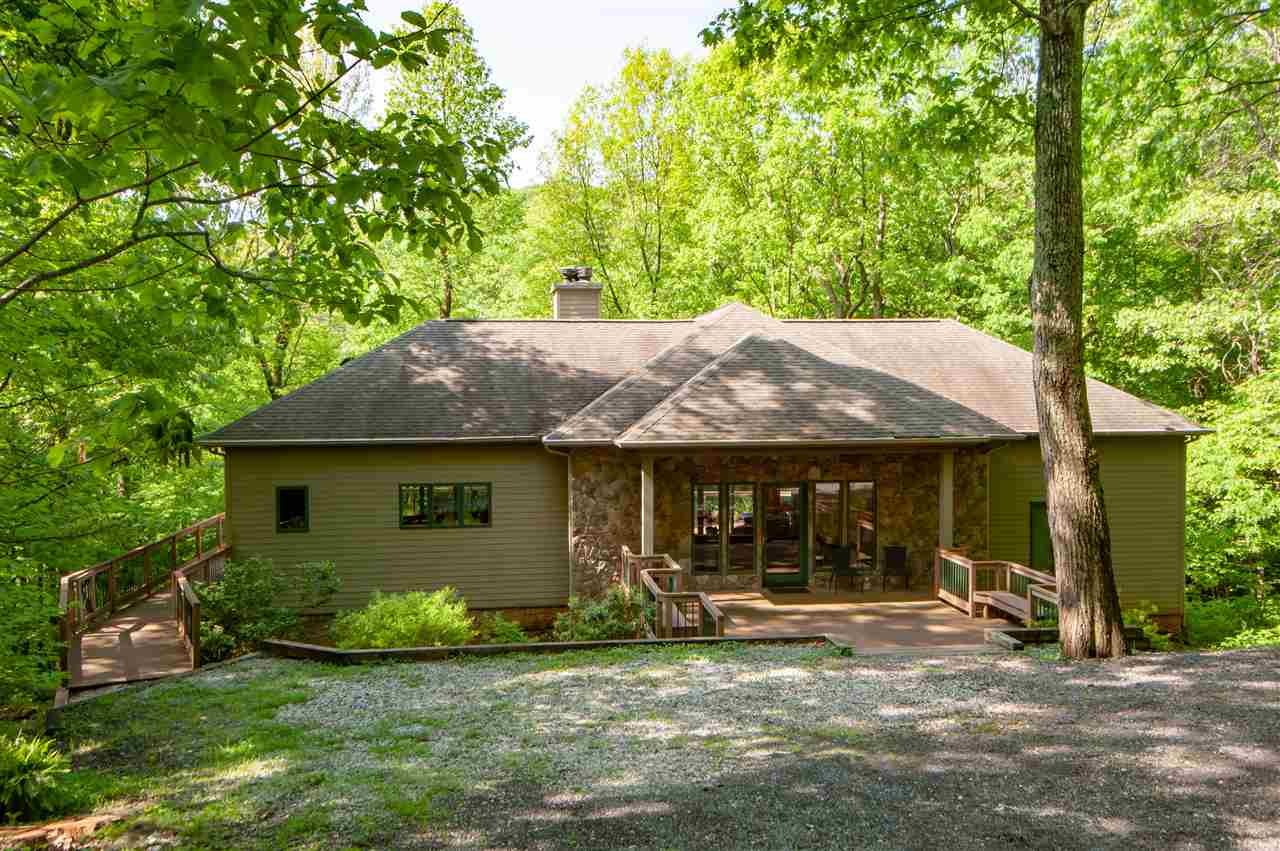 15 Weeping Rock Ln, Wintergreen