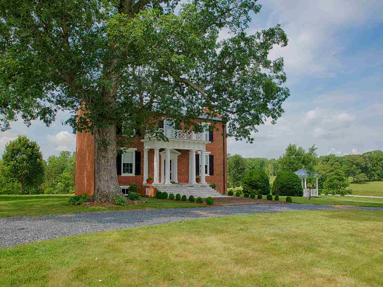 391 Hardware Rd, Scottsville