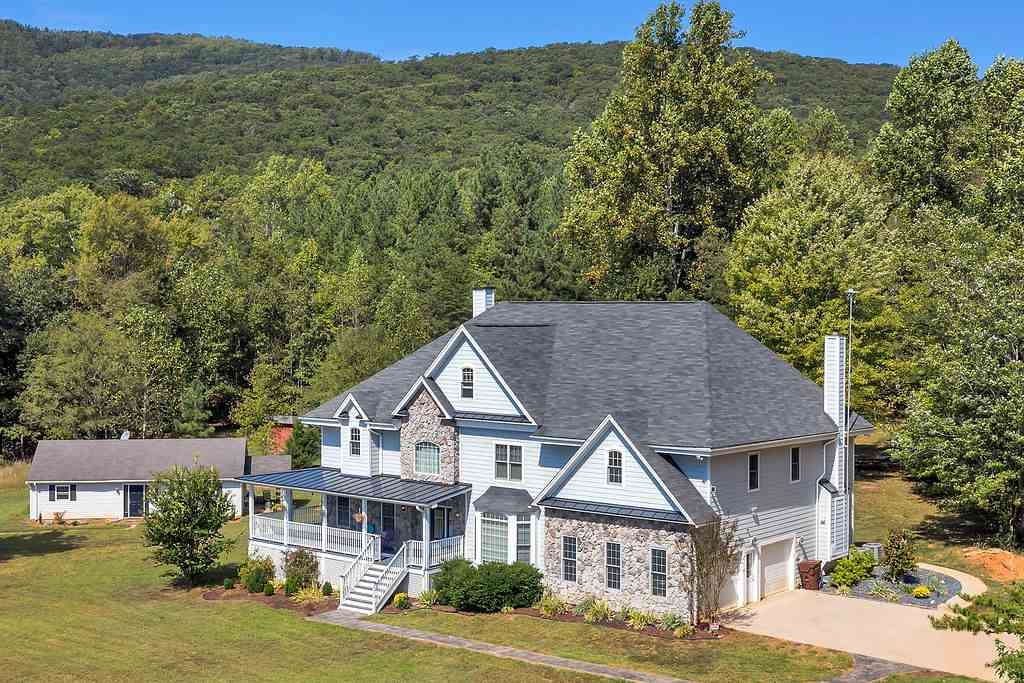 4994 Appleberry Farm Rd, Schuyler