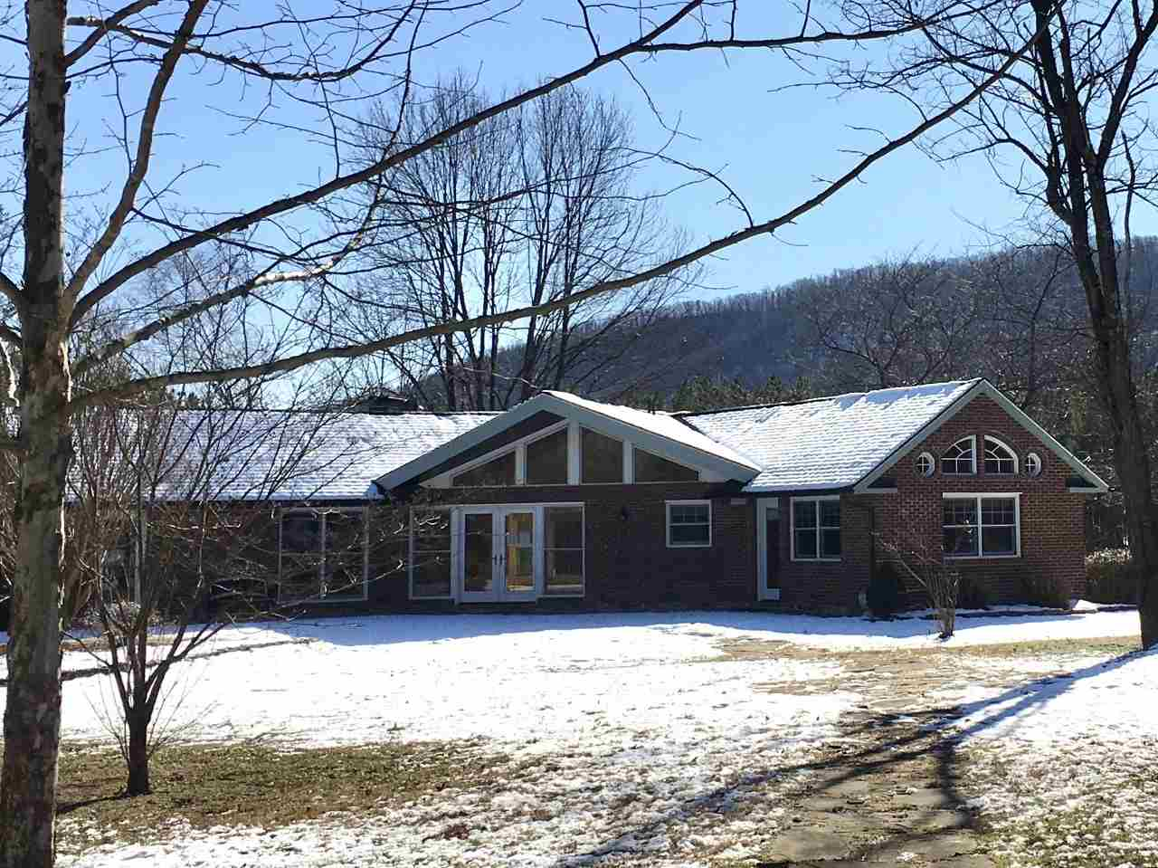 818 Fox Hollow Rd, Afton