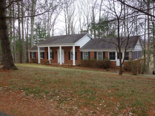 306 Lakeview Ln, Lovingston