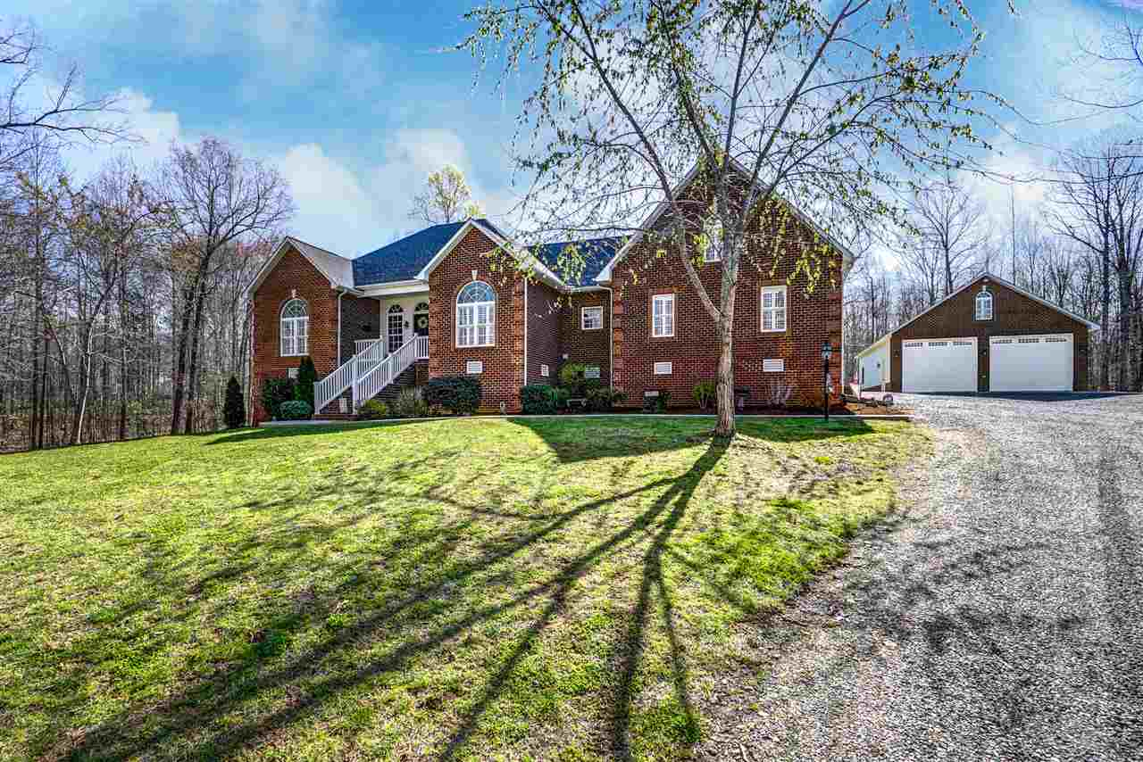 77 Walnut Ln, Louisa