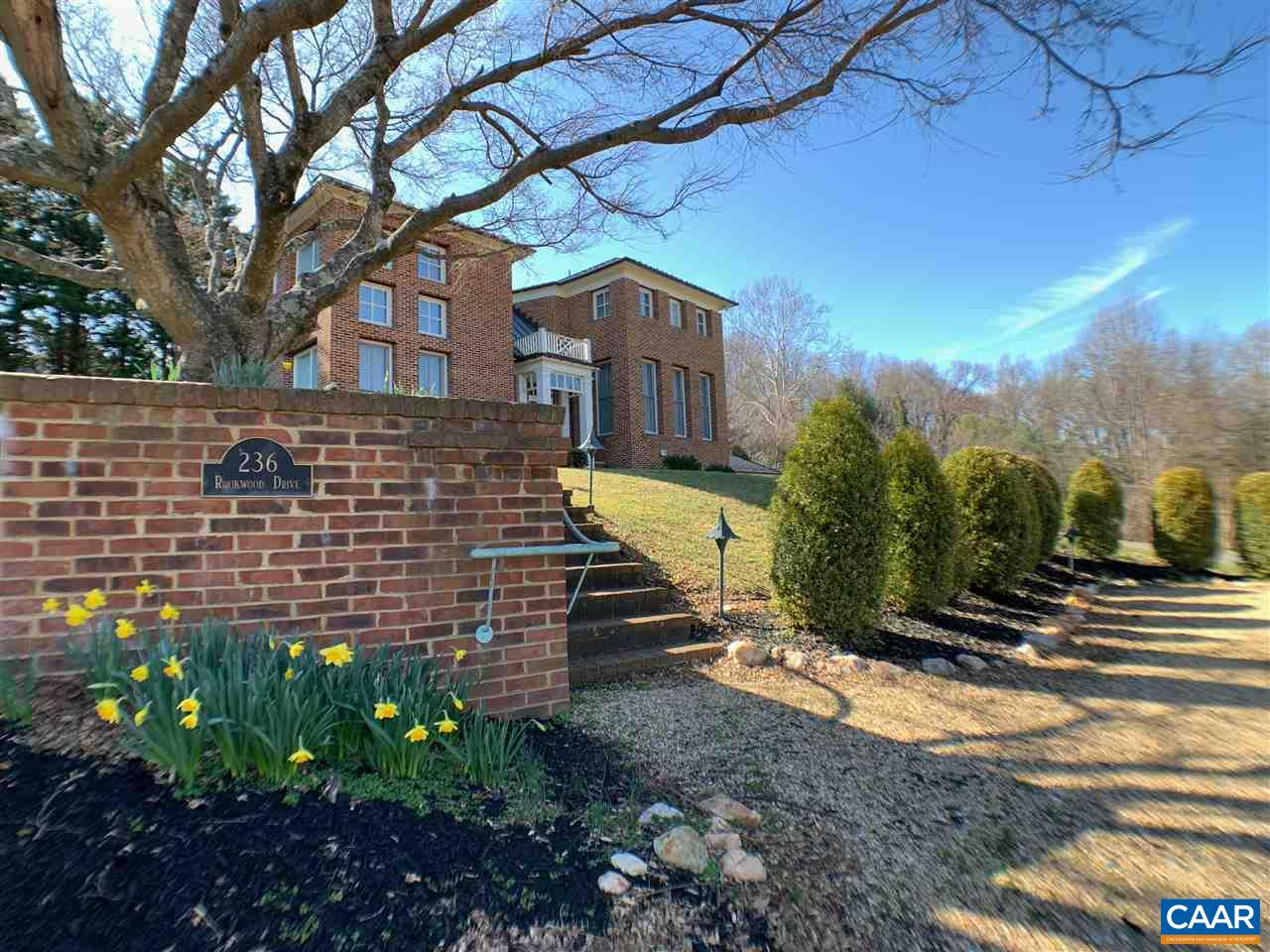 236 Rookwood Dr, Charlottesville